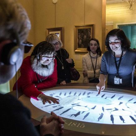 Jedno spotkanie, dwie galerie – spacer po wystawie stałej z audiodeskrypcją