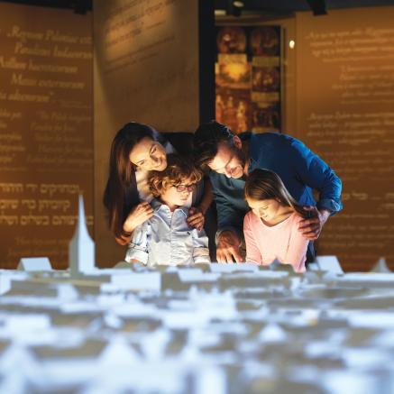 Odwiedź wystawę stałą Muzeum POLIN