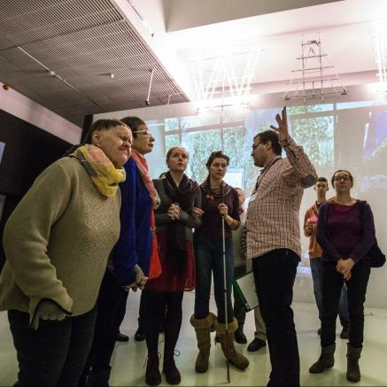 muzeum dostępne, osoby z niepełnosprawnościami, warsztaty, spacery, wydarzenia