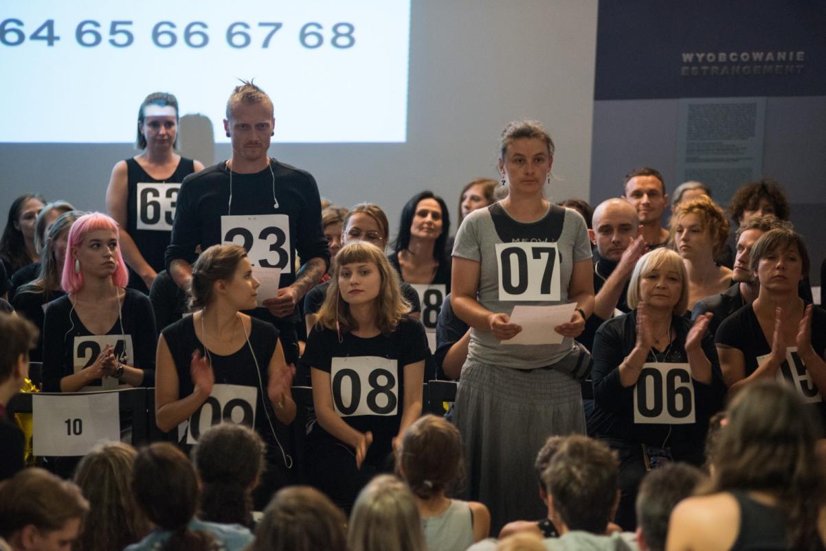 68 obcych osób, Muzeum POLIN, Grzegorz Laszuk